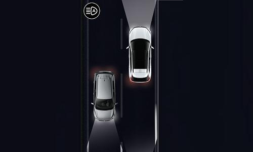Mitsubishi Eclipse Cross PHEV DES FEUX INTELLIGENTS