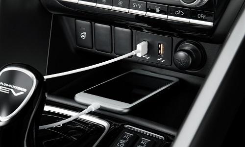 Mitsubishi Eclipse Cross PHEV RANGEMENTS ET PRISE USB