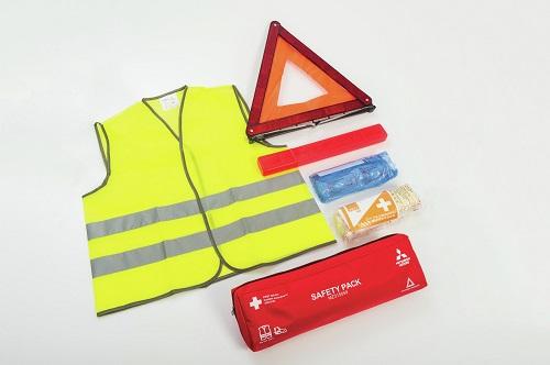Kit de sécurité (kit premiers secours, triangle et gilet)